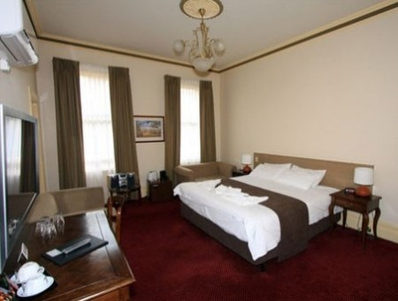 Glenferrie Hotel - Southport Accommodation