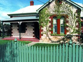Naracoorte Cottages - Smith Street Villa - Southport Accommodation