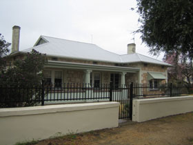 Naracoorte Cottages - MacDonnell House - Southport Accommodation