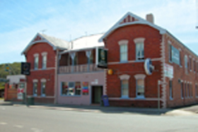Mackey's Royal Hotel - Southport Accommodation