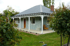 Westeria Cottage - Southport Accommodation