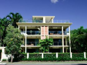 Cairns Beachfront Apartment - Southport Accommodation