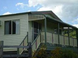 Halls Country Cottages - Southport Accommodation