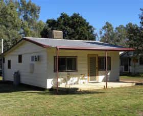 Cockatoo Cottage - Pooncarie - Southport Accommodation