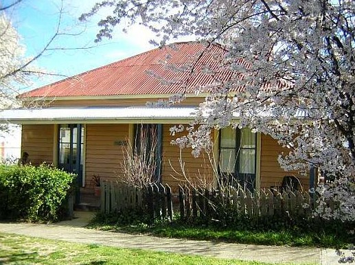 Cooma Cottage - Accommodation - Southport Accommodation