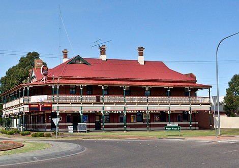 The New Coolamon Hotel - Southport Accommodation
