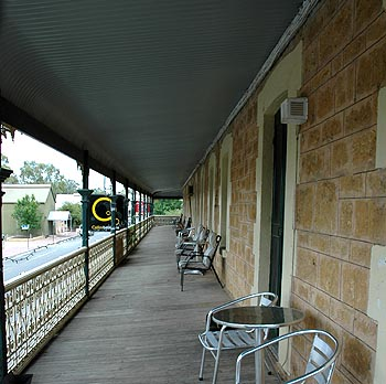 Hotel Mannum - Southport Accommodation