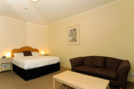 Quality Hotel Tiffins on the Park - Southport Accommodation
