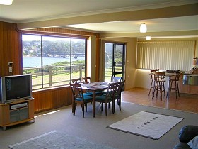 Authur River Beach House - Southport Accommodation