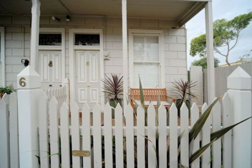 Emerald Inn - Stay Innercity - Southport Accommodation