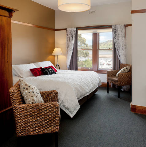 Kermandie Hotel  Marina - Southport Accommodation