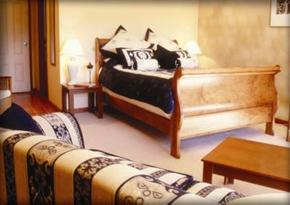 Tuscany Wine Estate - Southport Accommodation