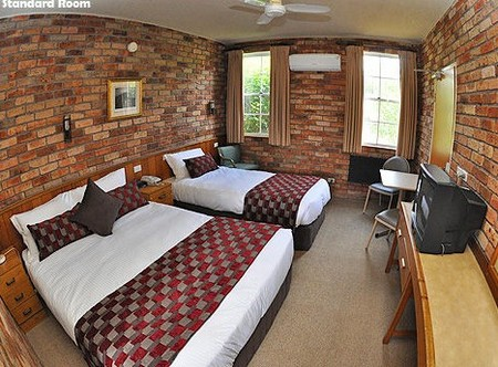 Log Cabin - Southport Accommodation