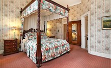 The Old George and Dragon Guesthouse - - Southport Accommodation