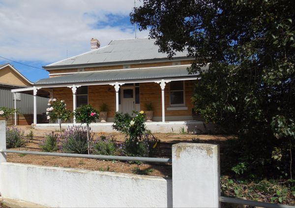 Book Keepers Cottage Waikerie - Southport Accommodation