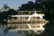 Whitewater Houseboat - Southport Accommodation