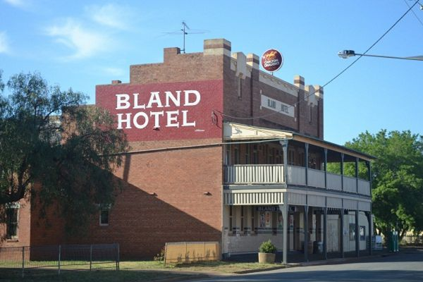 Bland Hotel - Southport Accommodation