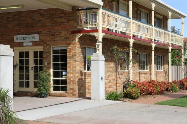 Grand Manor Motor Inn - Southport Accommodation