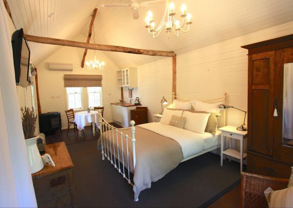 Laggan Cottage Bed and Breakfast - Southport Accommodation