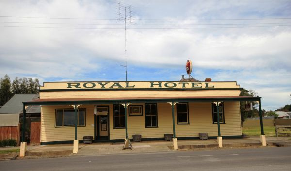 Royal Hotel Snake Valley - Southport Accommodation