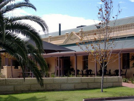 Dongara Hotel Motel - Southport Accommodation