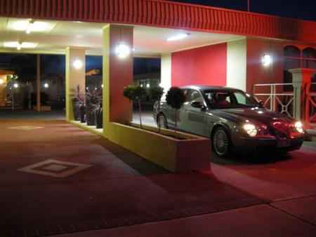 Desert Sand Motor Inn - Southport Accommodation