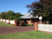 Karri Rose B  B - Southport Accommodation
