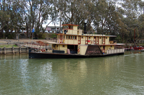 Emmylou Paddle Steamer - Southport Accommodation