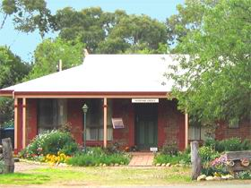 Stacey Studio Gallery  Almond Grove BB - Southport Accommodation