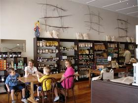 Blond Coffee and Store - Southport Accommodation