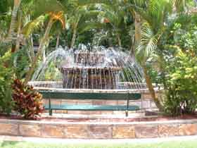 Bauer and Wiles Memorial Fountain - Southport Accommodation