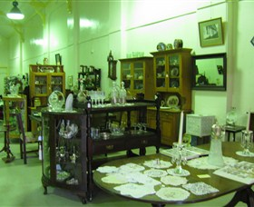 Glenleigh Antiques - Southport Accommodation