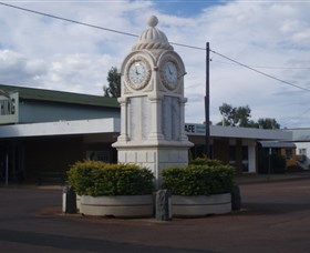 Barcaldine War Memorial Clock - Southport Accommodation