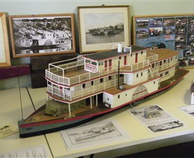 Wentworth Model Paddlesteamer Display - Southport Accommodation