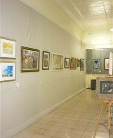 Outback Arts Gallery - Southport Accommodation