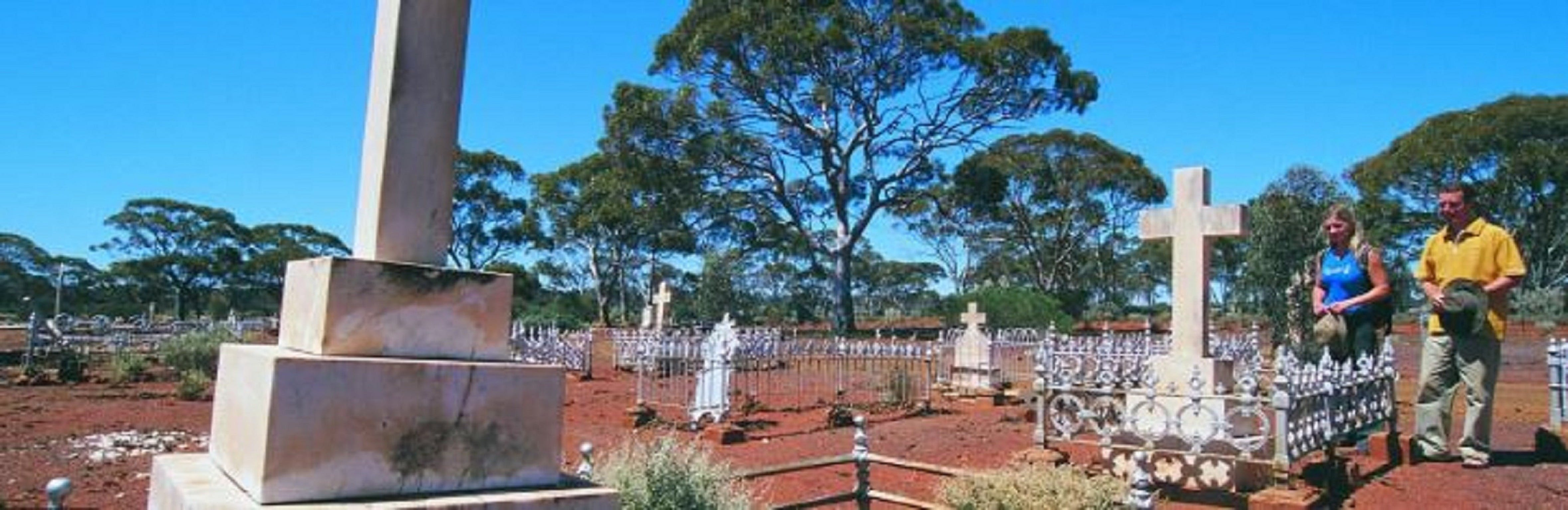Old Pioneer Cemetery Coolgardie - Southport Accommodation