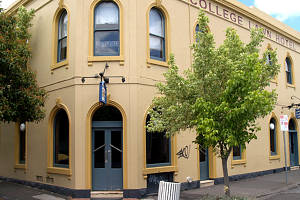 The College Lawn Hotel - Southport Accommodation
