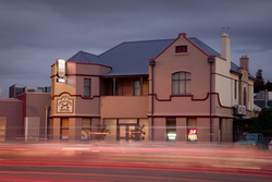 Cross Keys Hotel - Southport Accommodation