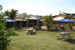Moonee Beach Tavern - Southport Accommodation