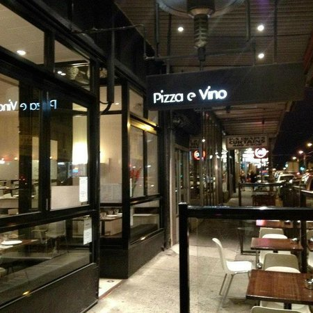 Pizza e vino - Southport Accommodation