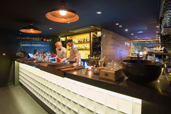 The Oakroom Kitchen and Bar - Southport Accommodation