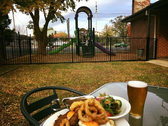 The Riverina Hotel Restaurant - Southport Accommodation