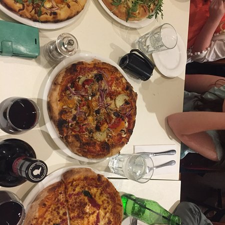 Gennaro's Pizza Restaurant - Southport Accommodation