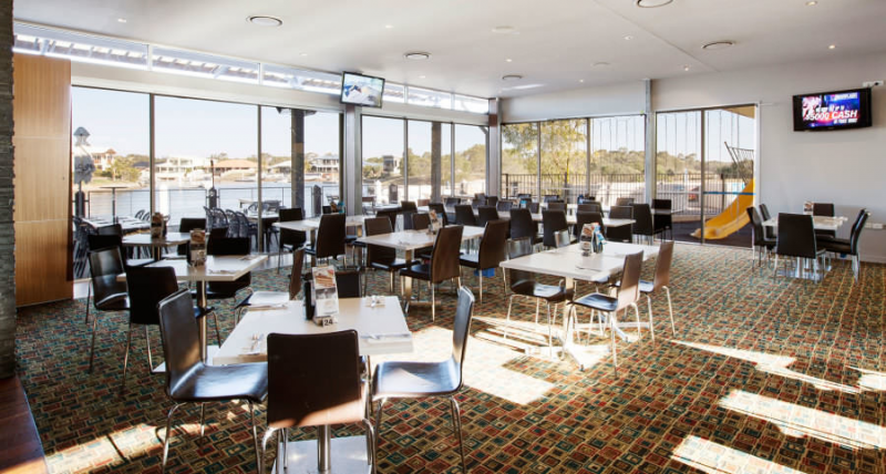 Pelican Waters Tavern - Southport Accommodation