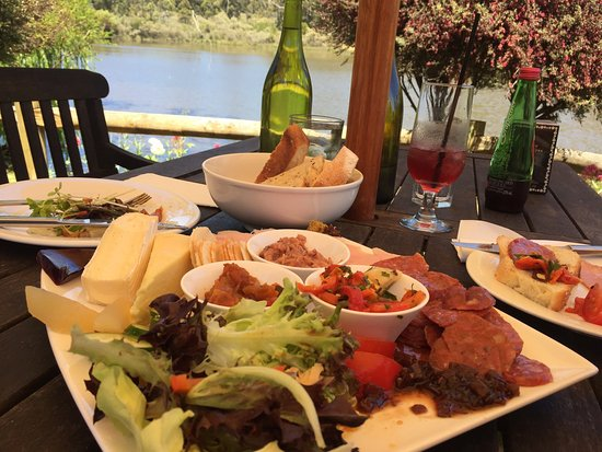 The Lake House Restaurant - Southport Accommodation