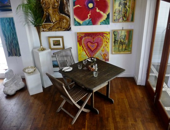 Barefoot art food wine - Southport Accommodation