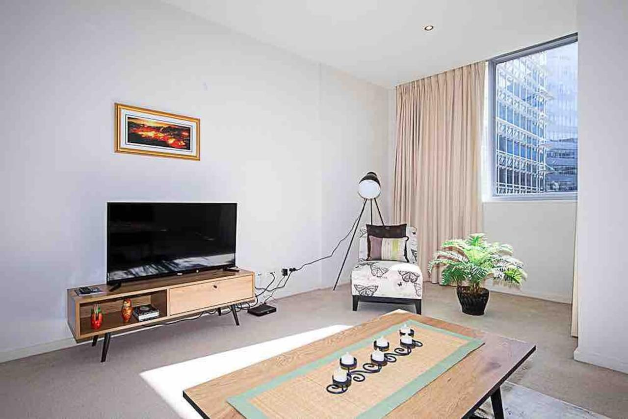 Spacious 1BR Stylish New Acton Apartment Parking - Southport Accommodation