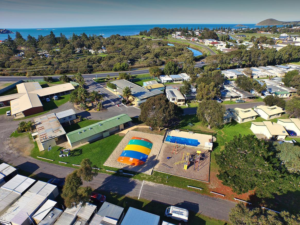 Victor Harbor Holiday  Cabin Park - Southport Accommodation