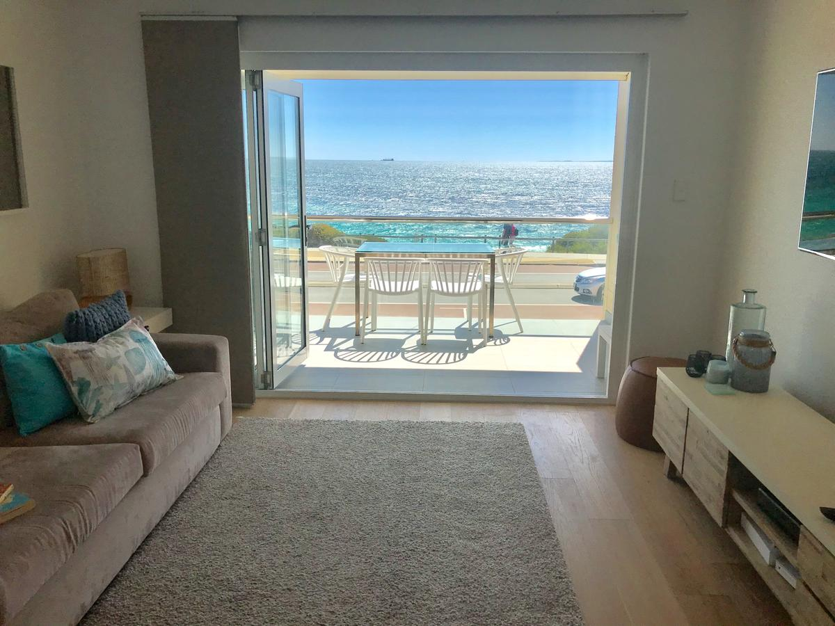 Cottesloe Beachfront Ocean View Apartment - Southport Accommodation
