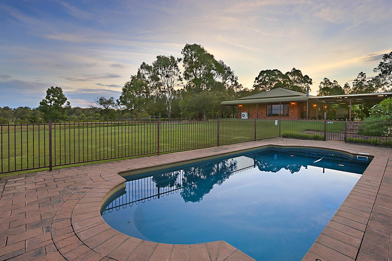 Ironstone Estate Lovedale - Southport Accommodation